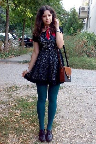 Black Lace Dress Teal Tights Ruby Red Scarf400 Vezilka