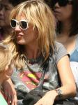 kate-moss-wears-superman-t-shirt
