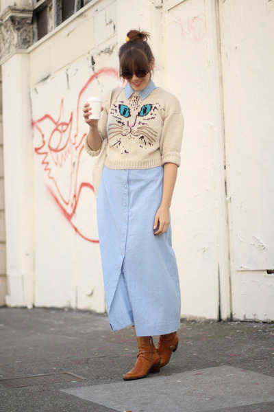 ankle-vintage-boots-chambray-maxi-vintage-dress-cat-print-vintage-sweater_400