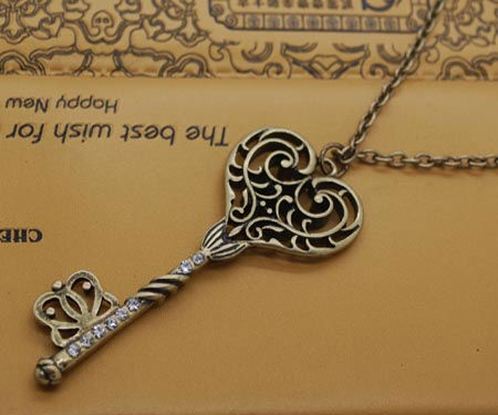 vintage-style-filigree-key-pendant-necklace-[2]-11600-p
