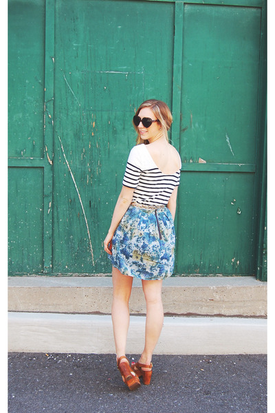 sky-blue-floral-urban-outfitters-skirt-white-striped-joe-fresh-style-t-shirt-_400