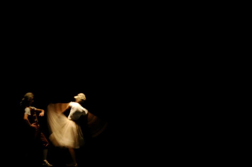 балетски перформанс: Жени со мустаќи. Мажи без брада - гото: Em Ellephantski