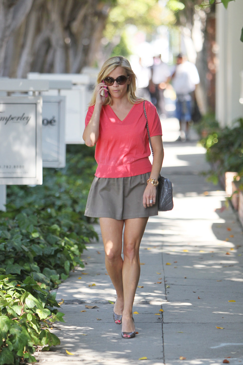 reese_witherspoon_pink_vneck_t