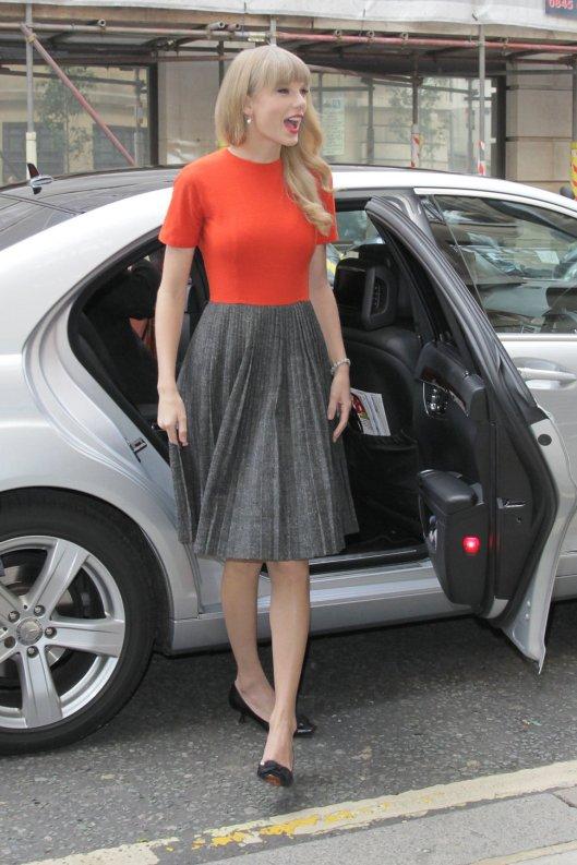 taylor_swift_grey_red_dress_ba