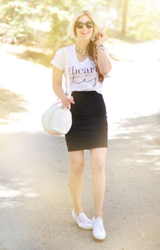 heart-this-t-shirt-white-bag-white-sneakers