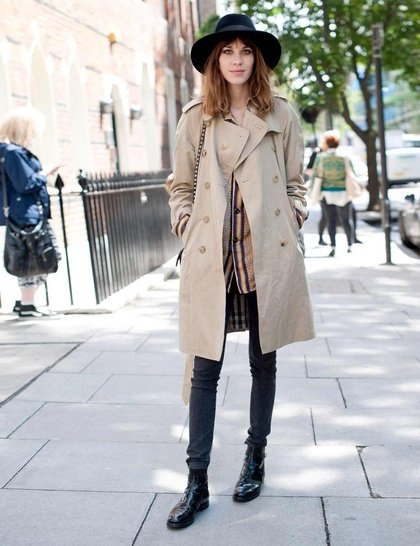 4 CHELSEA BOOTS