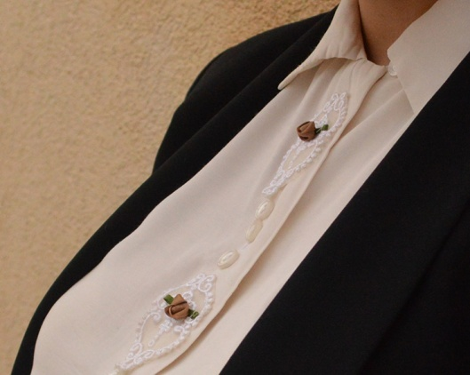 champagne-vintage-embroidered-shirt