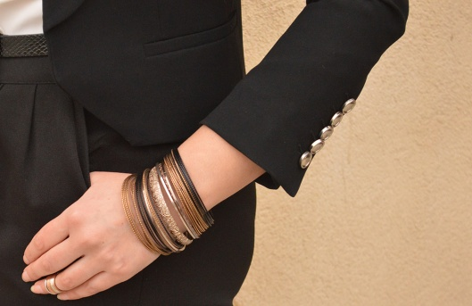 Gold bracelets knuckle rings