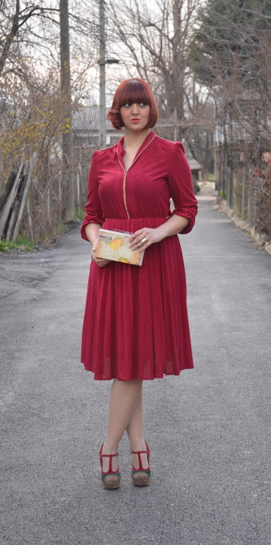 Red velvet vintage dress Mary Jane Pumps