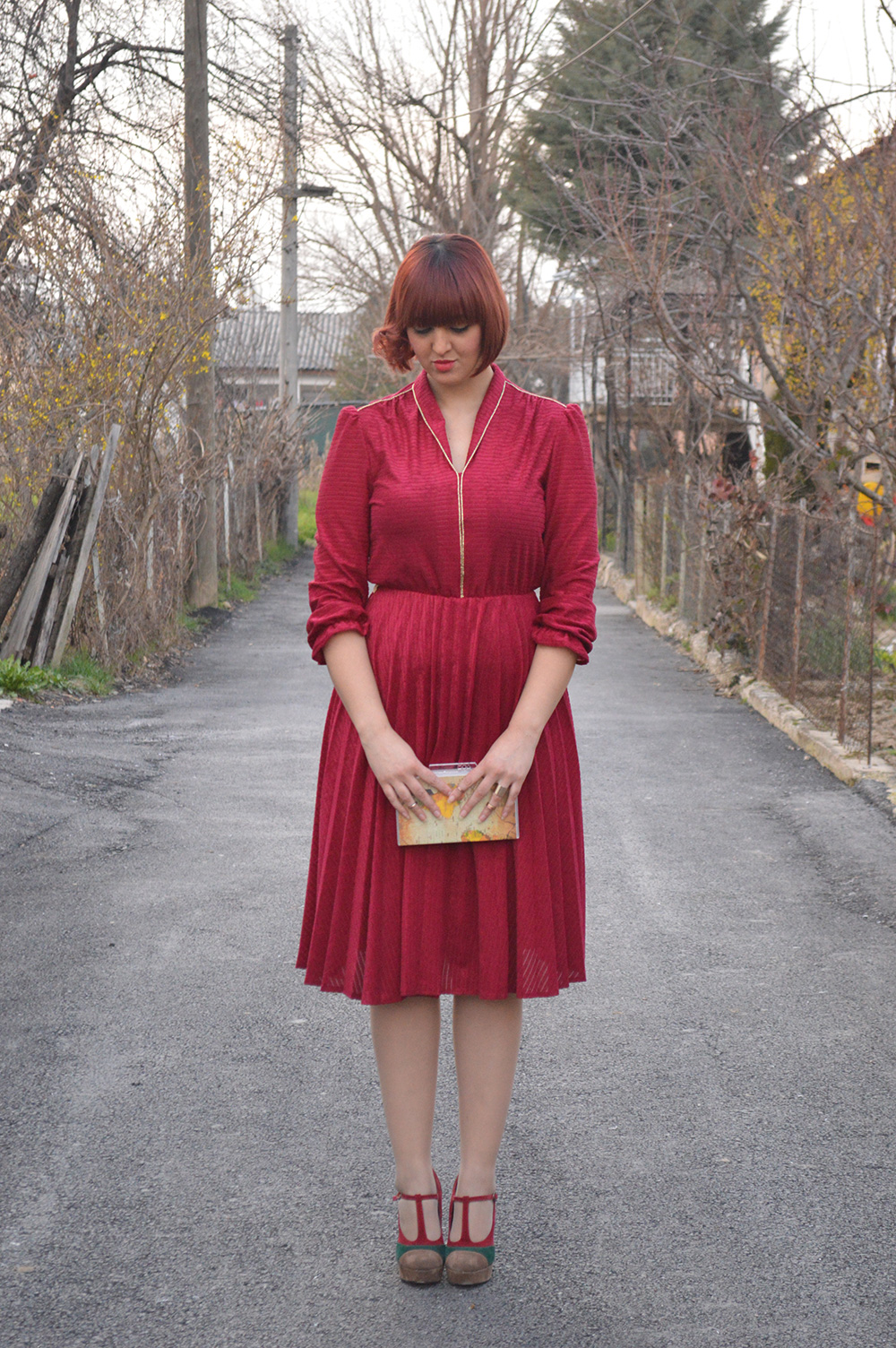 Red velvet vintage dress QuickCluttch Moa Baggeek Mary Jane Pumps