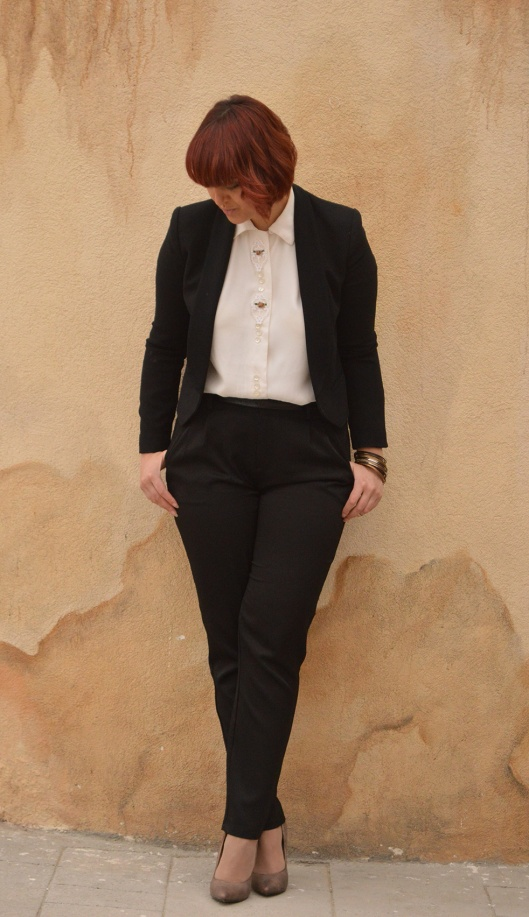 Vintage shirt Mango Blazer Black suit gold bracelets knuckle rings gold half pointed stilletos
