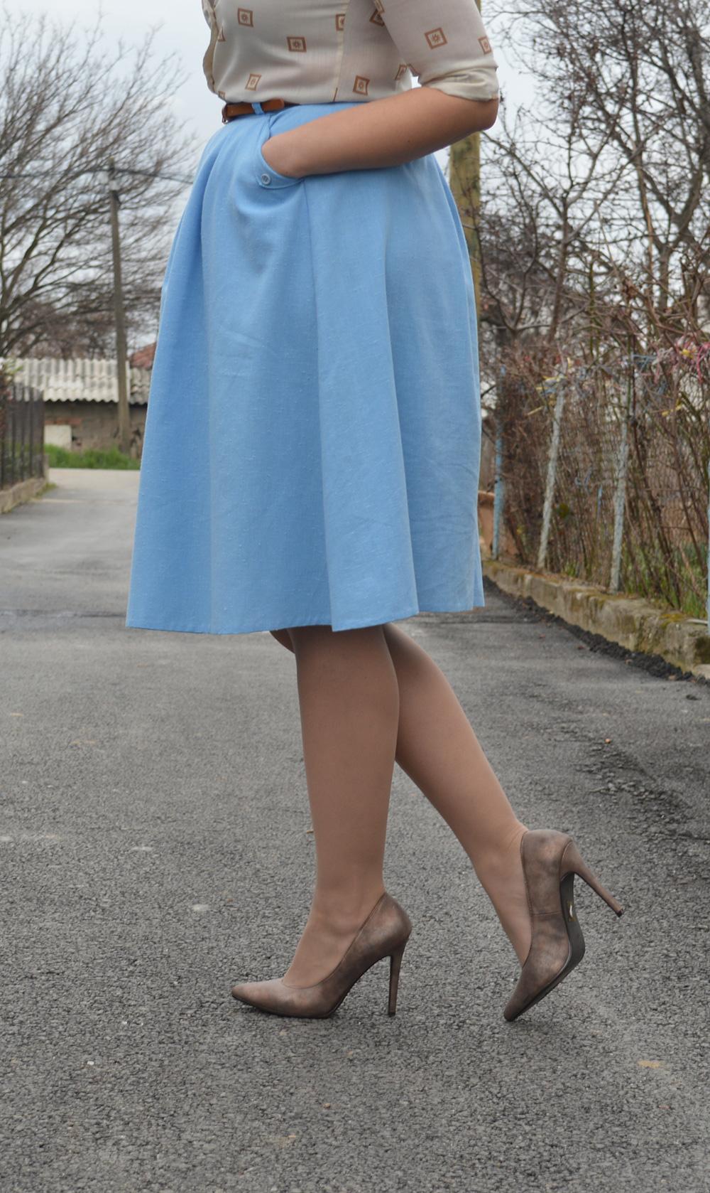 baby blue vintage skirt vintage blouse half pointed stilletos Bershka belt